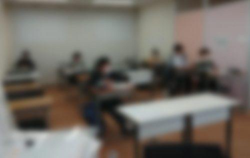 授業1時間前に来て勉強する小学生